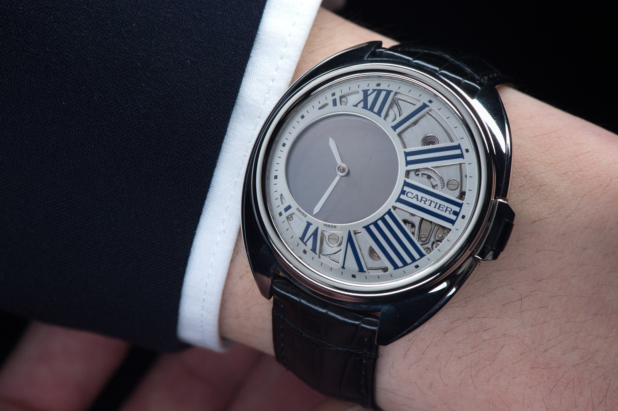 The-Cl---de-Cartier-Mysterious-Hour-Watch-6